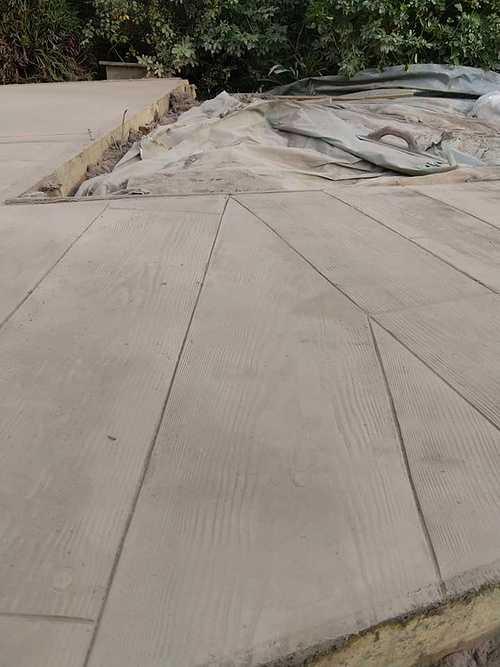 Aménagement et terrasse extérieure - Béton imprimé motif bois et dalles -Saint Alban - 22 7870996428728112762788374858692765896146944n