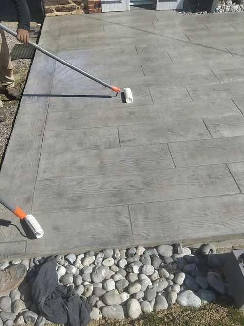 Vernissage terrasse béton imprimé bois coloris gris 2