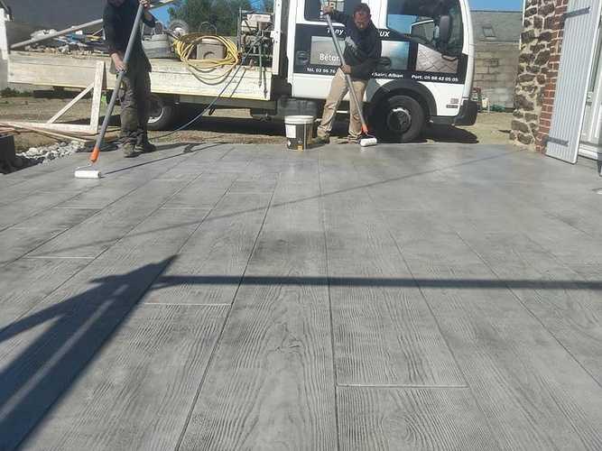 Vernissage terrasse béton imprimé bois coloris gris 4