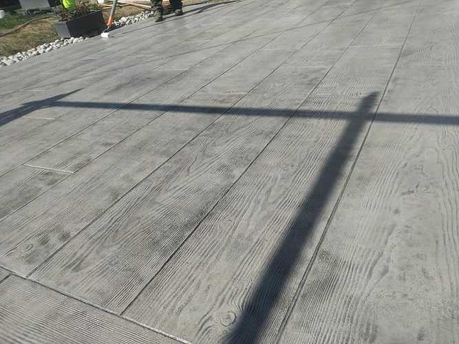 Vernissage terrasse béton imprimé bois coloris gris 5