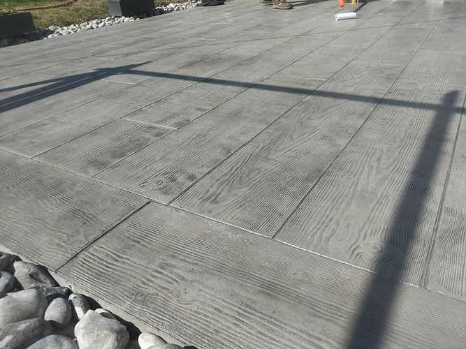 Vernissage terrasse béton imprimé bois coloris gris 0
